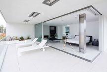 Bedrooms / dormitorios con sábanas blancas