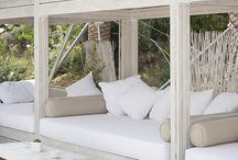 Outdoor Daybeds / A collection of #outdoor #daybeds you would love to curl up on to #read a #book!