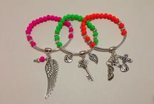 Neon bracelets  Pulseras neón
