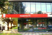 Prudential Wrocław / Produkcja i montaż kasetonu otokowego oraz 3 semaforów dla Prudentiala we Wrocławiu. Szczegóły: kaseton z licem winylowym, podświetlenie ledowe, konstrukcja aluminiowa.