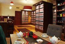 Notre Maison de Thé / Bienvenue au Thé des Muses !  Cocon de sérénité grâce à sa décoration chaleureuse, à mi chemin entre maison de thé traditionnelle, mobiliers chinés et modernes.
