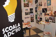"""ADC*School / Scoala ADC*RO este o scoala de concept, si NU un curs despre """"publicitate"""", fiind un proiect derulat sub egida Art Directors Club Romania, in parteneriat cu Uniunea Agentiilor de Publicitate din Romania."""