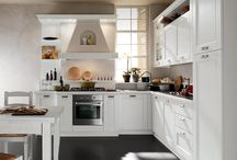 Epoca | Classic Kitchen / Guardare in primo luogo i dettagli, è senza dubbio il modo migliore per conoscere ed apprezzare Epoca. Nelle intense emozioni che scaturiscono dai suoi particolari rivivono le attività artigianali della nostra terra.