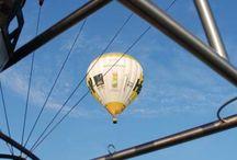 Skytours-Ballonflotte / Skytours Ballooning verfügt über die größte und eine der modernsten Heißluftballon-Flotten aller deutschen Ballonfahrt-Unternehmen. DieHeißluftballone sind ganzjährig an den Standorten Köln und Frankfurt sowie temporär in Hamburg und Stuttgart stationiert und werden weltweit eingesetzt.