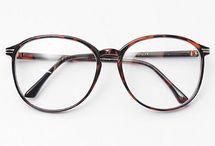 Aksesuar ; gözlük , eşarp , flaş v.s.