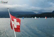 Szwajcaria z Haxelem! / Interlaken to europejska mekka sportów z adrenaliną!  Na niewielkim terenie Interlaken oferuje liczne atrakcje, które zimą dostarczają niezapomnianych przeżyć. Do najpopularniejszych dyscyplin zalicza się paragliding, bo cieszyć się można niesamowitym widokiem na góry i jeziora. Podczas skydiving przeżyć można 40 sekund swobodnego spadania. Interlaken oferuje także znakomite warunki do jeżdżenia na nartach, deskach snowboardowych i znakomite tory saneczkarskie.