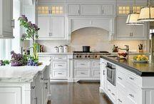 Amazing kitchen ideas / The most amazing kitchens decor ideas from Pinterest! #kitchen #homedecor #homedecorideas #sinks #lighting