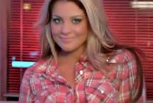 LOVE LAUREN ALAINA!!! / I know its pretty impossible, but I want to be just like her! I just love everything about her!