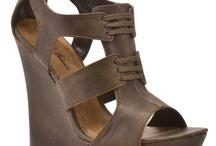 Shoe Dazzle / by Debbie Simril Interiors