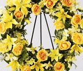 Frugal Flower Funeral Arrangements / When someone you know has experienced loss, it is often difficult to know exactly what to do or what to say. We are here to help you convey the right sentiment, and when you order sympathy flowers from Frugal Flower, you can be certain that we will dedicate the time and respect to design and craft your flowers to perfection.