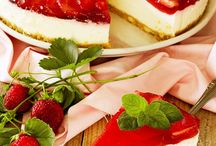 Nell'ultimo cake ricotta e gelatina di fragole