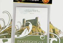 Vinetiketter 25st, gummerade / 25 styck vinetiketter till eget hobbyvin. Vackra etiketter tryckta på gummerat papper. Fukta baksidan med en svamp och klistra sedan etiketten på flaskan.