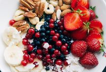 Sobremesas / Sobremesas doces, flatlays de comida, frutas e cafés.