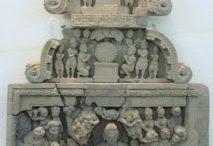Gandhara Attack by Mara / Avant de parvenir à l'Eveil, Siddhârtha, le futur Bouddha, assis en méditation sous le Pipal (l'Arbre de l'Eveil) subit l'ultime attaque de Mâra et de ses armées pour l'empêcher d'atteindre l'Illumination. Siddhârta résiste à tous les assauts (qui symbolisent les désirs dont il va se délivrer définitivement ainsi que des réincarnations).