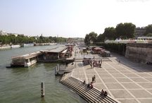 The Batobus water bus / The Batobus water bus is just one of the many ways you can make your way around Paris to see all of the attractions and still have time to spare. Being a glass covered boat you can jump on and off at various times it makes it an ideal way to get around via the River Seine.