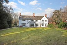 Property for sale Alderley Edge, Cheshire SK9 7AW / An exceptional 6 bedroom family house standing in beautiful gardens on one of the best roads in Alderley Edge. Guide Price Of £2,500,000