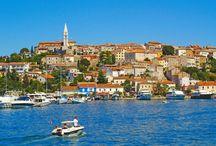 Vrsar, Półwysep Istria, Chorwacja / Vrsar to urocze, portowe miasteczko  na Półwyspie Istria położone blisko naszych campingów Park Umag I Lanternacamp:  https://eurocamp.pl/miejsca-warte-odwiedzenia/chorwacja/vrsar-istria-chorwacja