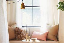 Projekt:gardin / Ledord: en färgklick, ev blå grön gul, i rummet. Lätt luftigt.