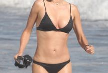 15 Beautiful Beachin' Bikini Photoshoot Pics of Hottest Miranda Kerr | Crazy Column