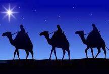 """Los Reyes Magos / Unos magos de Oriente se presentaron ante Herodes y le preguntaron, ¿Dónde está el rey de los judíos, que ha nacido? Porque su estrella hemos visto en el oriente y venimos a adorarle. Entonces Herodes, indagó de ellos diligentemente el tiempo de la aparición de la estrella; y enviándolos a Belén (…) Ellos [los reyes] habiendo oído al rey, [Herodes] se fueron; y he aquí la estrella que habían visto en el oriente iban delante de ellos, hasta que llegando, se detuvo sobre donde estaba el niño"""""""