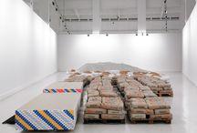 Lara Almarcegui / La artista cuestiona las bases del universo urbanístico y arquitectónico a través de un inventario y la acumulación de materiales de construcción.