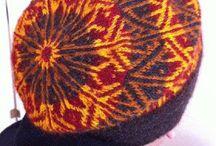 tricot technique Twined knitting / technique pour tricoter une plus grosse épaisseur , plus chaud Tricotage retors est une technique à tricoter Scandinave traditionnelle datant au moins au 17 ème siècle , en Suède. Vous utilisez deux brins de fil