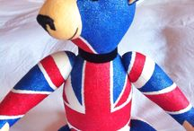 """BRITISH / present an exclusive and unique model teddy bear adult """"BRITISH"""", 20 15/30 in. This fact in raw linen fabric 100% embroidery lines and painted in metallic glitter in two colors, blue and red, black velvet bow at the neck and black glass eyes. seems too FASHION or GENTLEMAN ??"""
