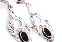 Boucles d'oreilles Touareg / Boucles d'oreilles Touareg en argent et pierres fines, bijoux ethniques fait main originaux et uniques. http://www.laoula-bijoux.fr