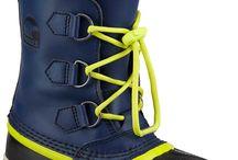 Sorel F13 Kids - New styles / SOREL F13 Kids kollektion tilbyder nye, legesyge farver til vinteren. Disse alsidige og vandtætte støvler kan bruges til det hele, lige fra sneboldkampe til at trampe I vandpytter, eller til at gå til og fra skole på en kold vinterdag.