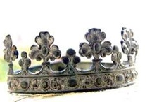 Crowns and diadems