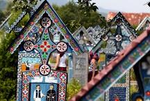 Najpiękniejsze cmentarze / Nigdy nie myśleliście o zwiedzaniu cmentarza? Gdy zobaczycie kolorowe nagrobki z rumuńskiej Sapanty będziecie chcieli zobaczyć je na własne oczy. Warto zobaczyć też Pere-Lachaise we Francji czy cmentarz Recoleta w Argentynie.