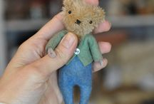 Teddy bears.  Big and small. :)