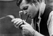 ROSEWOOD - Inspiration / Univers boisé -  Le Masculin - l'Homme et sa cigarette – l'Elégance – L'Homme dans son bureau – L'Homme séducteur -  l'Homme et son cigare -  l'Homme et son whisky fumé -  l'Homme et son fauteuil 30' – l'Homme et son mobilier en cuir -