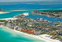 Family Beaches in Florida / Family vacation ideas in Florida. Fun family activities and kid-friendly resorts and hotels.