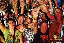 KOPFHÖRER LEISE DISCO PARTY / Wollen sie mehr Informationen zur Silent Disco, dann schauen sie einfach mal auf http://www.247disco.de, dort finden sie neben Informationsmaterial auch gleich die Möglichkeit eine Silent Disco kostengünstig auszuleihen. Mit einer solch außergewöhnlichen Kopfhörerparty wird ihre nächste Feier garantiert unvergesslich. Telefon-Nr. 015739275975