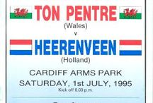 Match Programmes / Ton Pentre AFC programme covers over the years.