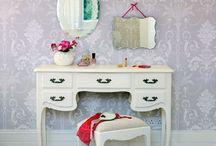 Детали интерьера — туалетный столик / Каждая женщина мечтает о собственном уголке в доме…