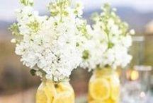 Virágos asztali dekorációk