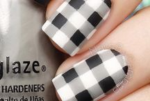 Nails - Black & white mani