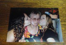Mi Tablero / Mi madre, com mis dos sobriñas.