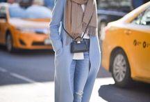 С голубым пальто