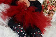 Peutermeisje met rood rokje - Anna