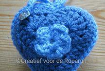 Gehaakte hangertjes / Bestellen kan via www.creatiefvoorderoparun.nl