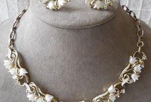 Thermoset & Lucite Vintage Jewelry / Mid-Century Plastic!