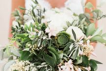Santorini Elopement Planned in 3 Months! / Santorini Elopement Planned in 3 Months! #stylemepretty #tietheknotsantorini #bettyflowerssantorini #santorini #couplesportraits #elopement