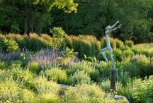 Art, Statues, and Sculptures in the Garden / inspiring gardens that use statuary, sculpture, and art to enliven their landscape #landscaping #design