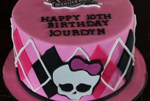Monster High Birthday Cake Ideas / Behold this incredibly awesome board dedicated to Monster High birthday cakes. All Pins link back to original post, because I care about the contributor, and I want these Pins to be helpful. / by Laura The Toy Tattler