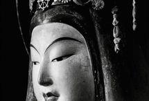 Domon Ken / Grandi fonti di immagini, di scatti eseguiti durante i suoi pellegrinaggi nei vari templi buddhisti giapponesi e di fotografie realiste