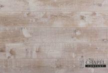 Seria Chapel Convent / Dębowe, olejowane podłogi poddane procesom postarzania. Dla wzmocnienia efektu drewno jest nacinane poprzecznie specjalną piłą.