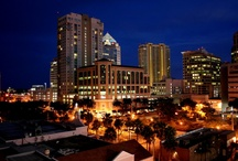 Fort Lauderdale Nightlife / We love the nightlife in Fort Lauderdale! Check out some of our favorite things to do in Fort Lauderdale after the sun goes down. #fortlauderdale #flnightlife